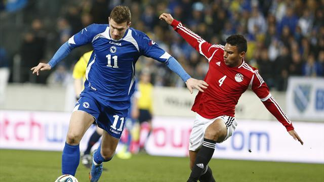 World Cup - Bosnia coach slams fans for jeering Dzeko
