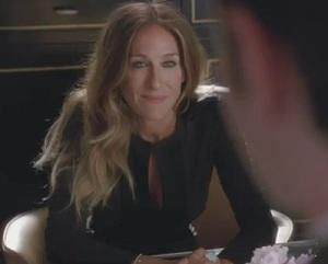 Hot Glee Video: How Kurt Met Sarah Jessica Parker! Plus: Guess What's Back!
