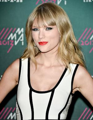 """Taylor Swift Talks Experiencing """"Mad Love,"""" Writing About Heartache"""