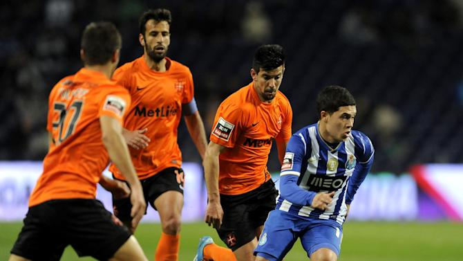 FC Porto's Juan Quintero, from Colombia, drives the ball past Belenenses' Filipe Ferreira, Fernando Ferreira and Miguel Rosa, from left to right, in a Portuguese League soccer match at the Dragao stadium in Porto, Portugal, Sunday, March 23, 2014. Quintero scored the only goal in Porto's 1-0 victory