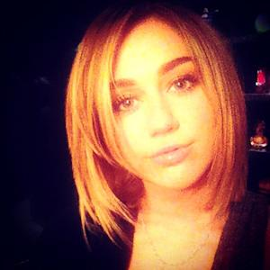 Miley Cyrus Cuts Her Hair Again!