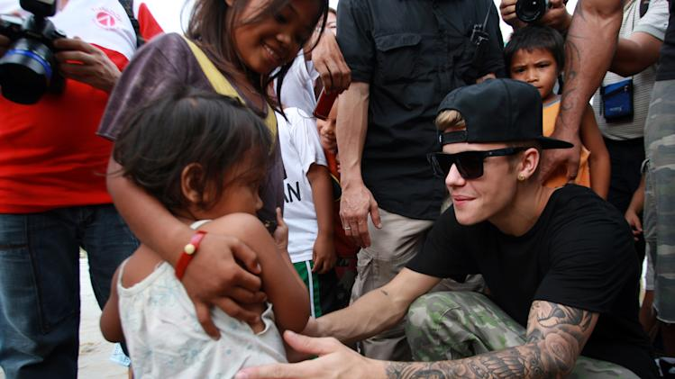 BESTPIX: Justin Bieber Visits Areas Of Philippines Left Devastated By Typhoon Haiyan