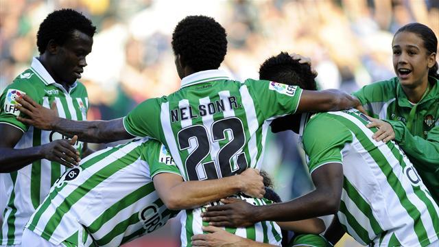 Liga - Sevilla strike helps Betis down Valencia