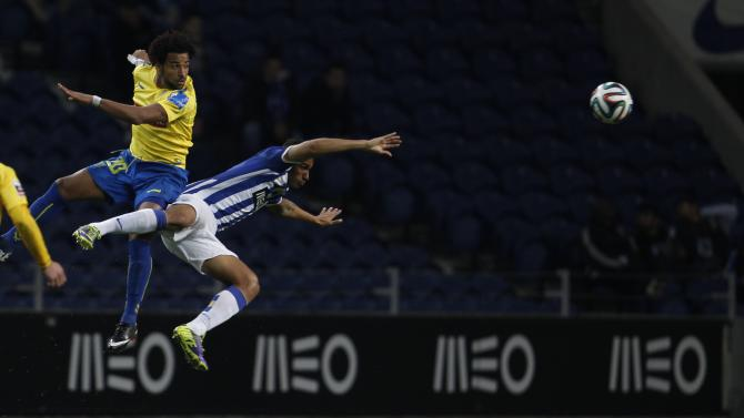 Porto's Eduardo fights for the ball with Estoril's Garcia during their Portuguese premier league soccer match in Porto