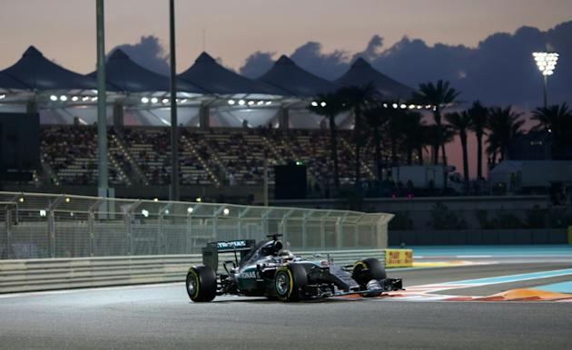 Mercedes AMG Petronas F1 Team's British driver Lewis Hamilton races during the Abu Dhabi Formula One Grand Prix at the Yas Marina circuit on November 29, 2015