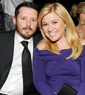 Kelly Clarkson Eloping, Not Pregnant: Singer Squashes Rumors