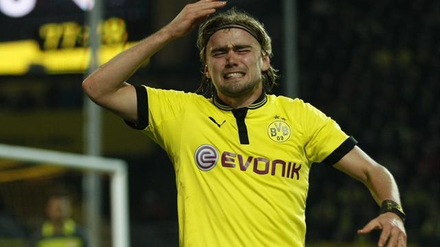 Champions League - Schmelzer could play despite breaking nose