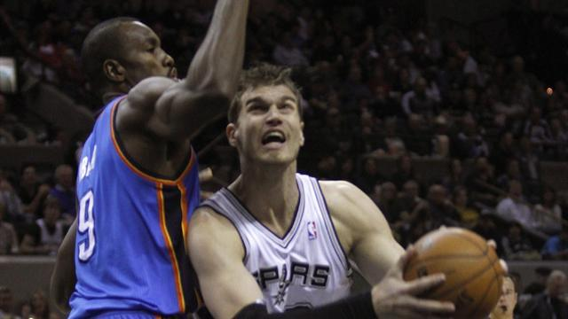 Basketball - Spurs silence Thunder with win