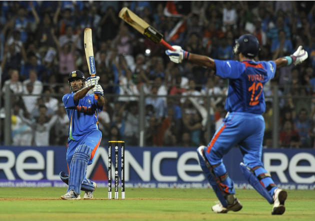 [CYCTM] Indian captain Mahendra Singh Dhoni (L)