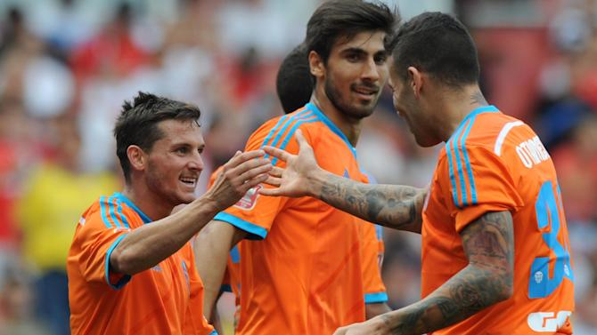 Friendly match - Resurgent Valencia embarrass hapless Benfica to win Emirates Cup