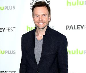 """Joel McHale Addresses Gay Rumors: """"I Take It as a Compliment"""""""