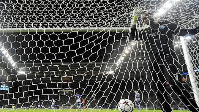 Porto's goalkeeper Helton Arruda, from Brazil, fails to stop a goal from Zenit's Aleksandr Kerzhakov during the Champions League group G soccer match between FC Porto and Zenit Tuesday, Oct. 22, 2013, at the Dragao stadium in Porto, northern Portugal. Zenit won 1-0