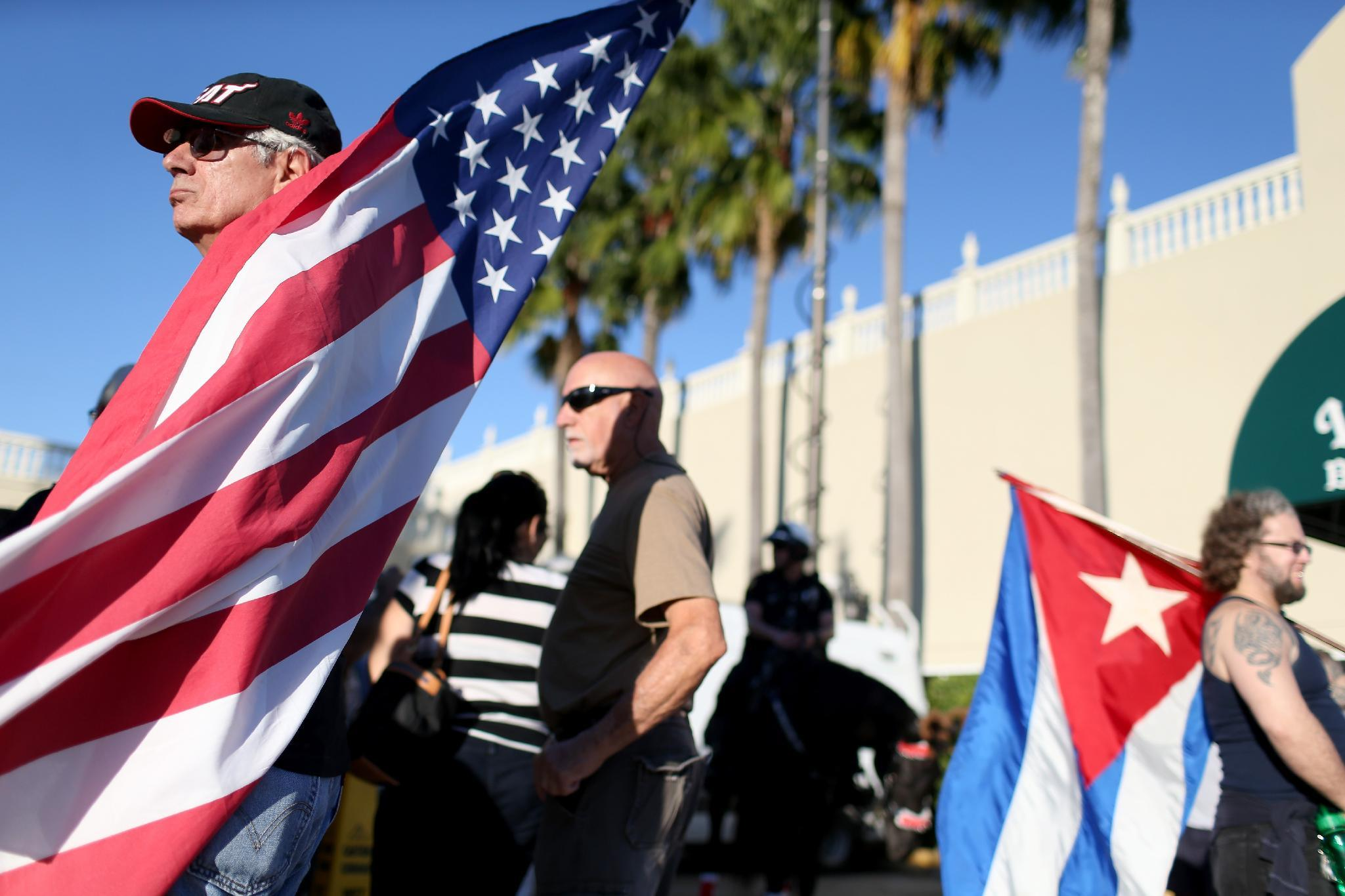 Pope leads global praise for 'historic' US-Cuba rapprochement