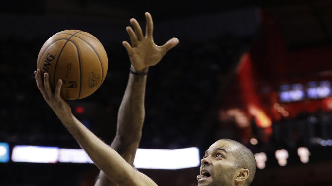 San Antonio Spurs' Tony Parker (9), of France, shoots past New York Knicks' Amare Stoudemire (1) during the first half on an NBA basketball game, Thursday, Jan. 2, 2014, in San Antonio. (AP Photo/Eric Gay)