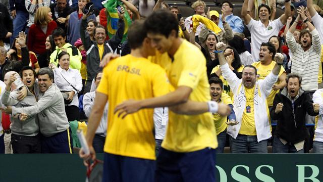 Davis Cup - Brazilians upset Bryans to deny US sweep