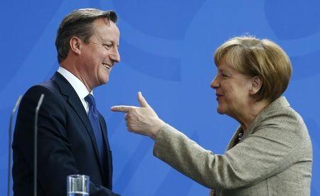 German Chancellor Merkel and Britian's Prime Minister Cameron address news conference in Berlin
