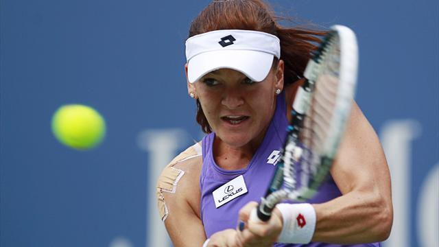 Tennis - Radwanska coasts past Wickmayer in Qatar, faces Halep in last four