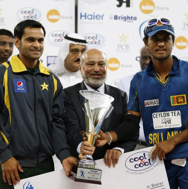Pakistan's captain Hafeez and Sri Lanka's captain Chandimal pose with the trophy after the two-match Twenty20 series ended in a draw in Dubai