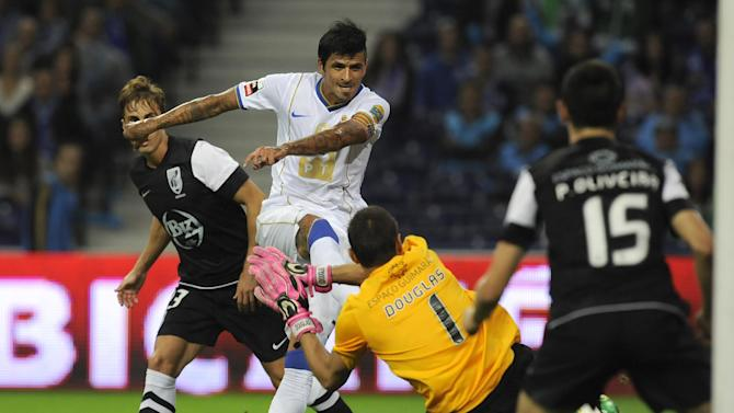 FC Porto's Lucho Gonzalez, second left, from Argentina fails to score past Vitoria Guimaraes' goalkeeper Douglas de Jesus, from Brazil, in a Portuguese League soccer match at the Dragao Stadium in Porto, Portugal, Friday, Sept. 27, 2013