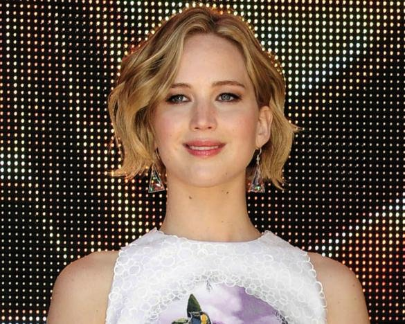 Jennifer Lawrence Papped For First Time Since Nude Photo Leak, Let's Her T-Shirt Do The Talking