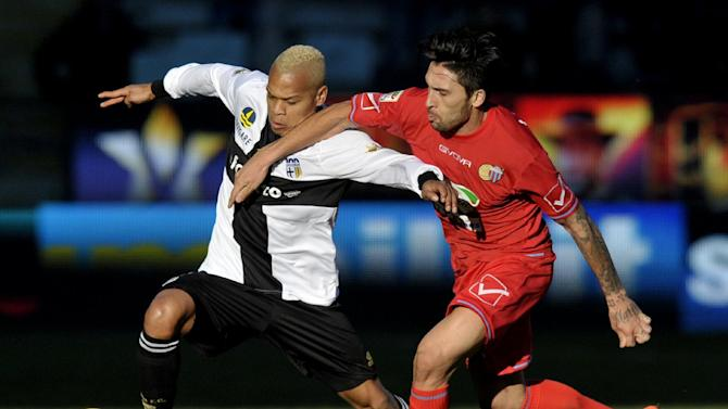 Parma's Jonathan Biabiany of France, left, vies for the ball with Catania's Lucas Castro of Argentina, during their Serie A soccer match at Parma's Tardini stadium, Italy, Sunday, Feb. 9, 2014