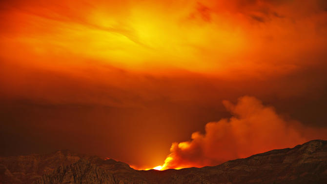 Weather helps firefighters battle Nevada wildfires