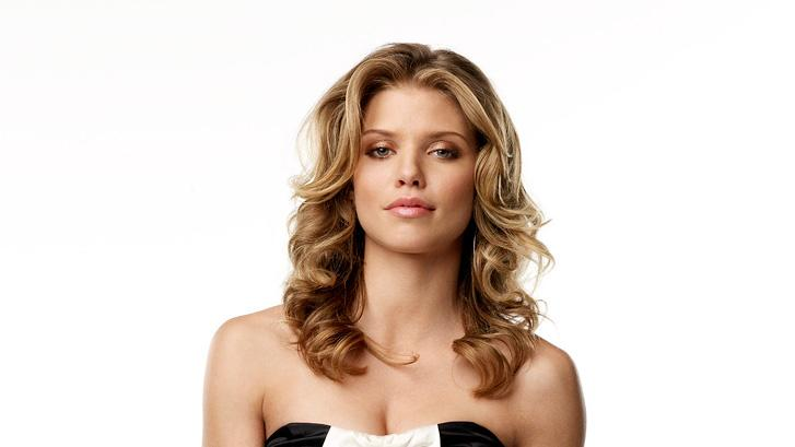 AnnaLynne McCord stars as Naomi Bennett in 90210.