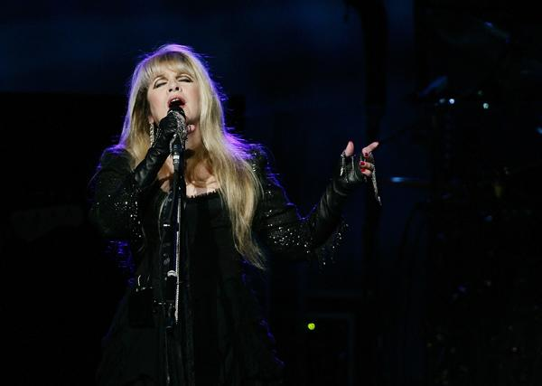 Fleetwood Mac to Launch World Tour in April