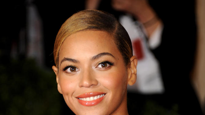 """FILE - This May 7, 2012 file photo shows Beyonce Knowles at the Metropolitan Museum of Art Costume Institute gala benefit in New York. Beyonce will sing the national anthem at President Barack Obama's inauguration ceremony. The committee planning the Jan. 21 event also announced Wednesday that Kelly Clarkson will perform """"My Country `Tis of Thee"""" and James Taylor will sing """"America the Beautiful"""" at the swearing-in ceremony on the Capitol's west front.  (AP Photo/Evan Agostini, File)"""