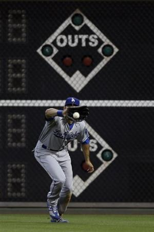 Herrera's hit off Papelbon lifts Dodgers
