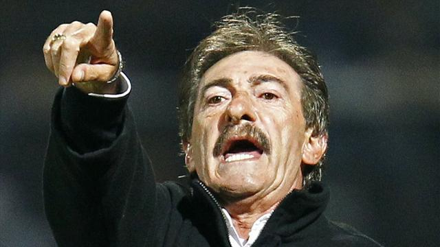 World Football - Coach La Volpe quits Atlante for surgery on major artery