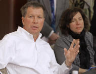 FILE – In this Nov. 3, 2010, file photo, Ohio Gov.-elect John Kasich, left, answers questions as his newly appointed chief of staff Beth Hansen, right, listens during a news conference in Columbus, Ohio. Kasich, Hansen, the Republican governor's spokesman Jim Lynch and the governor's security detail depart for Germany and England on Thursday, Feb. 16, 2017, for business and policy discussions with corporate and world leaders planned by the governor's privatized job-creation office JobsOhio. (AP Photo/Jay LaPrete, File)