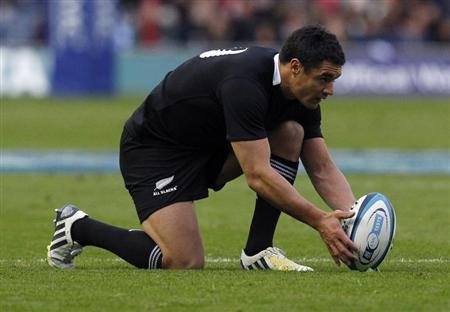 New Zealand's Dan Carter lines up the ball before kicking during their Autumn Test rugby union match against Scotland in Edinburgh