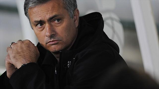 Liga - Casillas defends Mourinho after Bernabeu whistles