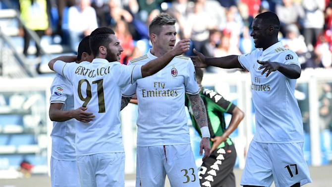 Sassuolo 0-1 Milan: Controversial Bacca penalty proves decisive