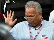 Suthep Thaugsuban (C), a firebrand leader of the recent anti-government protests, leaves the Criminal Court in Bangkok, on May 26, 2014