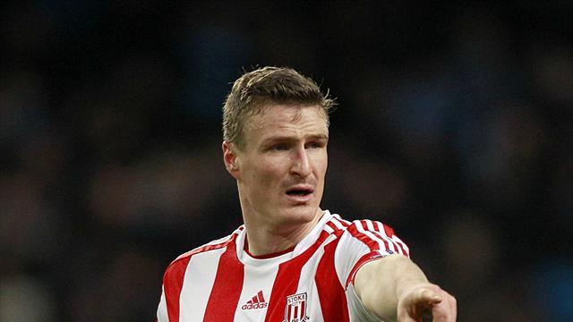 Premier League - Injured Huth out for season