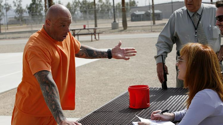 Kathy Griffin gets some comedic advice from Flea, an inmate at Perryville State Penitentiary in Arizona on Kathy Griffin: My Life On The D-List.