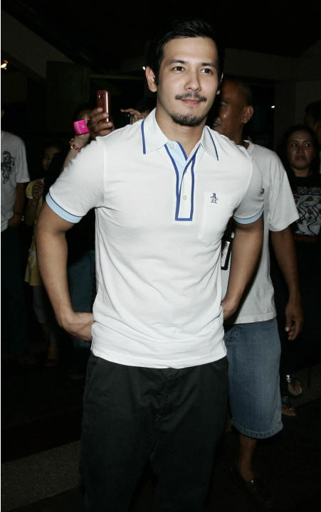 Actor John Prats, attended Dolphy's last wake at the Heritage memorial park in Taguig city, south of Manila, on 14 July 2012. (Mike Alquinto/NPPA Images)