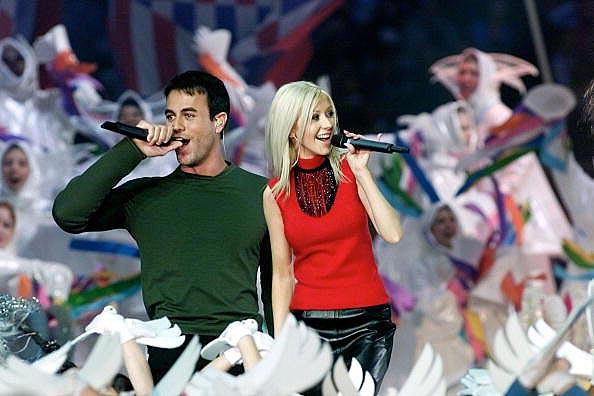 A-Tapestry-of-Nations--con-Phil-Collins--Christina-Aguilera--Enrique-Iglesias--Toni-Braxton-and-an-80-person-choir-XXXIV