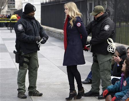 Police arrest actress Daryl Hannah and other environmental activists opposed to the Keystone XL tar sands pipeline project during a protest outside White House in Washington, February 13, 2013. REUTERS/Jonathan Ernst