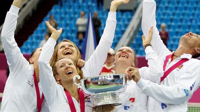 Super Kvitova fires Czechs to Fed Cup