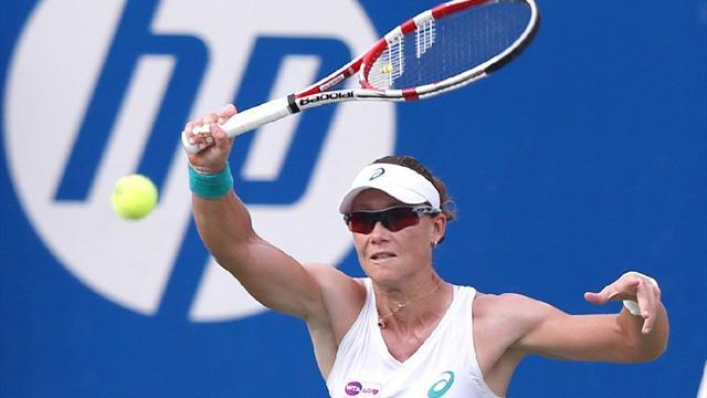 Tennis - Stosur rallies past Bouchard to claim Japan Open title