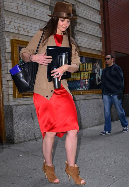 Celebrity fashion: Katie Holmes, silk red dress = yes. Peep toe ankle boots = yes. Brown trilby = yes. Granddad cardigan = no no no.