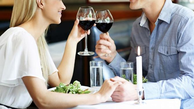 holiday dating tips After divorce, deciding which parent gets to have custody of the kids during the holidays is often a contentious issue but does it really have to be.