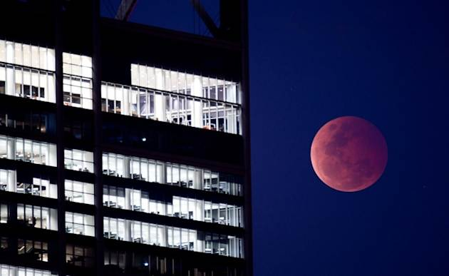 'Blood moon' shines over Perth