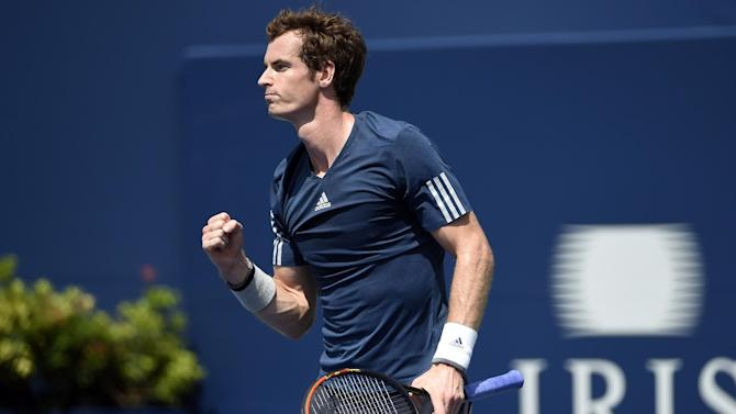 Tennis - Murray moves safely on in Cincinnati