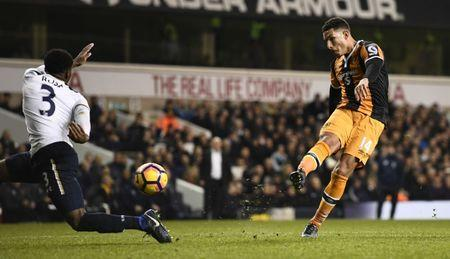 Hull City's Jake Livermore has a shot at goal