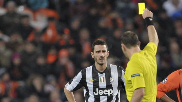 Serie A - Juventus defender Bonucci banned for dive