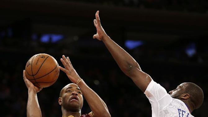 Cleveland Cavaliers' Jarrett Jack, left, shoots over New York Knicks' Raymond Felton during the second half of the NBA basketball game at Madison Square Garden, Sunday, March 23, 2014, in New York. The Cavaliers defeated the Knicks 106 to 100